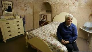 Una habitación subterránea en Coober Pedy, Australia.