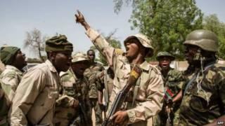 Militares da Nigéria (Foto: AFP)