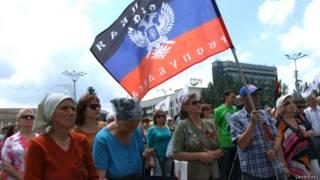 Сторонники независимости Донбасса на митинге в Донецке
