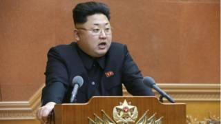 Северокорейский лидер Ким Чен Ын выступает на заседании Центральной военной комиссии в Пхеньяне 23 февраля 2015 г.