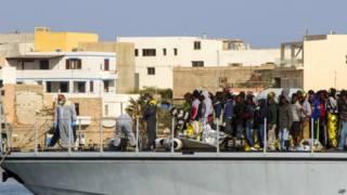 Спасенные мигранты