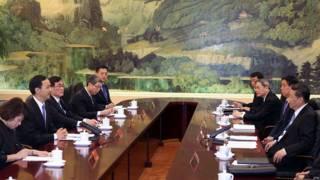 朱立倫(左)與習近平(右)在人民大會堂內會面(4/5/2015)
