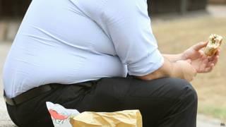 Страдающий ожирением мужчина