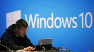 """مايكروسوفت تطلق تحديثا لعلاج خلل """"خطير"""" في برمجياتها"""