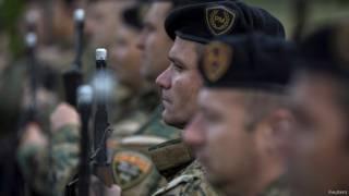 جنود من القوات المقدونية