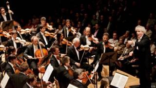柏林愛樂樂團和首席指揮西蒙·拉特爾爵士