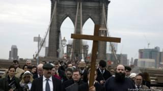 Крестный ход на Бруклинском мосту, Нью-Йорк, 3 апреля 2015 г.