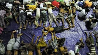 印尼亚齐鹿树昆一批缅甸罗兴亚族人在体育馆内栖身(12/5/2015)