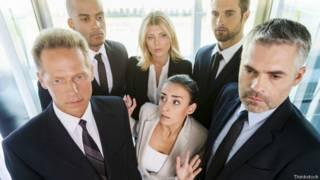 Gente en un ascensor