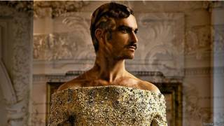 На модели – фасон из мужской коллекции Жан-Поля Готье осень/зима 1995-96