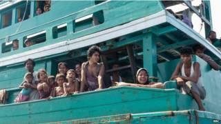 600多名來自孟加拉和緬甸的難民周五(15日)抵達該國亞齊省海岸