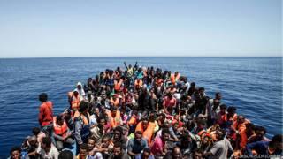 الاندبندنت: كيف ينتهي حلم الحياة في أوروبا بالموت في ليبيا؟
