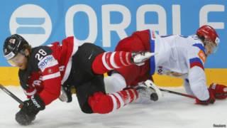 Момент финального матча Россия-Канада чемпионата мира по хоккею в Праге 17 мая 2015 г.