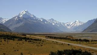 newzealand hiker body aoraki mount cook