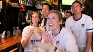 Torcedores assistem a EUA x Japão na final da Copa Feminina de futebol de 2011