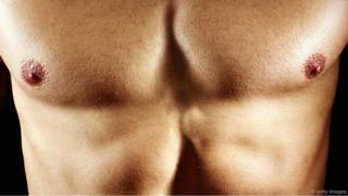 Обнаженная мужская грудь