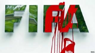 شعار الفيفا وعليه بقعة حمراء