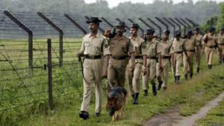 बांग्लादेश सीमा पर गश्त लगाते भारतीय सुरक्षा बल (फ़ाइल फ़ोटो)