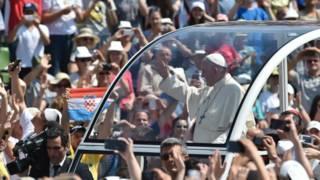 Папа Франциск на стадионе