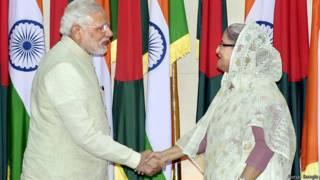 शेख हसीना के साथ नरेंद्र मोदी