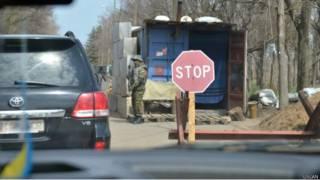 Українські військові на блокпосту