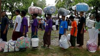 myanmar_transfer_150_migrants_boat_people