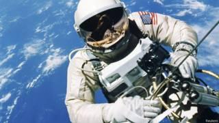 As corajosas primeiras caminhadas pelo espaço, há 50 anos