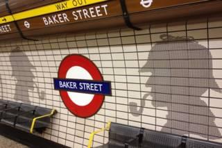 貝克街地鐵站裏的福爾摩斯側面剪影作品