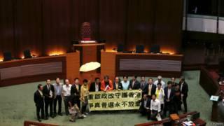 हांगकांग के लोकतंत्र समर्थित जनप्रतिनिधि