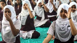 योग, मुस्लिम छात्राएं