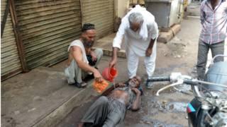 पाकिस्तान में गर्मी से लोगों का बुरा हाल