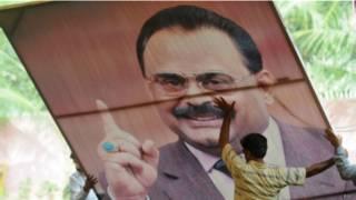एमक्यूएम नेता अल्ताफ़ हुसैन का पोस्टर