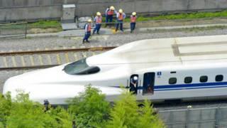 日本新幹線「自焚」火災