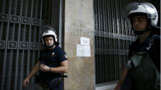 greek_riot_police_officers_