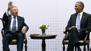 Barack Obama e Raúl Castro | Foto: Reuters
