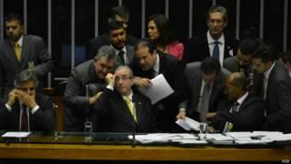 Cunha consegue nova virada e Câmara aprova redução da maioridade penal