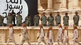 """فيديو يظهر قتل """"جنود سوريين"""" على يد تنظيم """"الدولة الإسلامية"""" داخل مسرح تدمر"""