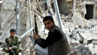 مقتل 34 شخصا في غارة للتحالف على سوق شعبي في لحج