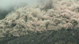 Núi lửa phun tại Indonesia