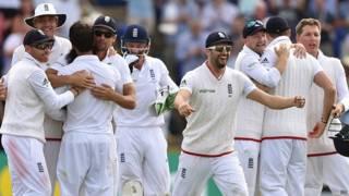 जश्न मनाते इंग्लैंड के खिलाड़ी