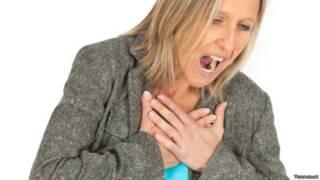 ¿Asfixia, dolor en el pecho? Cómo salvar tu propia vida en 4 situaciones de emergencia