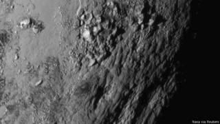 Por que a passagem da sonda por Plutão deixou cientistas de queixo caído