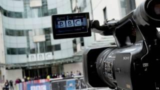 Las cuatro preguntas sobre el futuro de la BBC que plantea el gobierno británico