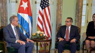 """Представители """"миссий интересов"""" США и Кубы"""