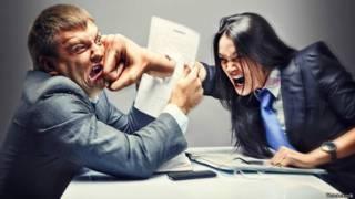 Como lidar com colegas de trabalho inseguros?