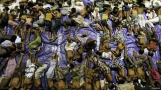 Người di trú được cho là người Rohingya tại trung tâm cứu trợ sau khi được cứu từ thuyền tại Lhoksukon ở tỉnh Aceh của Indonesia (11/05/2015)