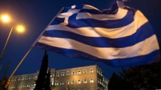 علم اليونان يرفرف امام مجلس النواب