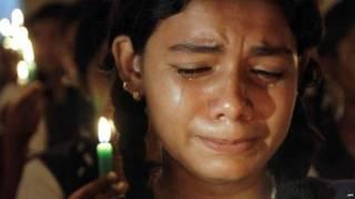 एक त्रासदी पर रोती हुई लड़की