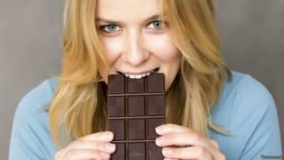 ¿Puede un simple truco mental ayudarte a controlar las ansias de comer chocolate?