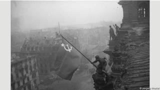Легендарная фотография знамени Победы над Рейхстагом была инсценировкой
